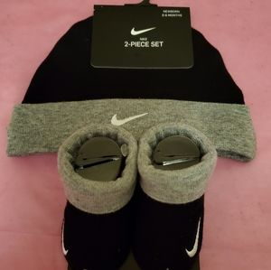 Infant Nike 2 pc Hat & Booties Set sz 0-6mth- NWT